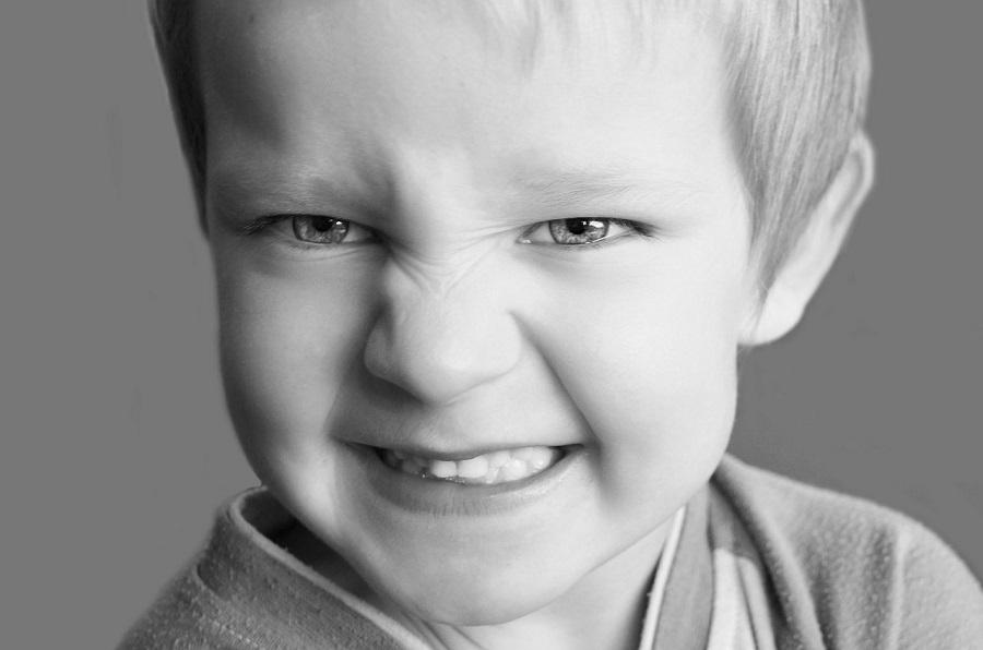 Mio figlio la notte striscia i denti e lo sentiamo addirittura dalla nostra camera!