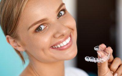 Sbiancare i denti a casa: ecco come funziona passo per passo